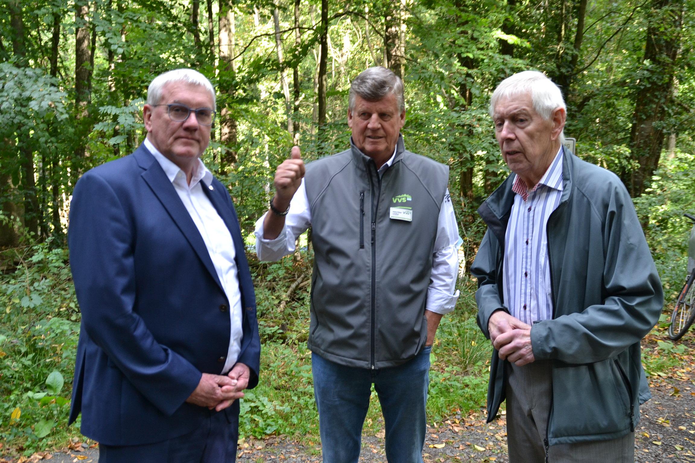 v.l.n.r. Landrat Sebastian Schuster, VVS-Vorsitzender Hans Peter Lindlar, Herbert Krämer (Foto K. Breuer)